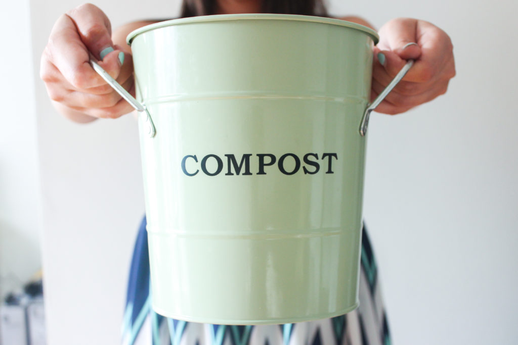4 Easy Steps to Compost in Your Apartment | dellaterra